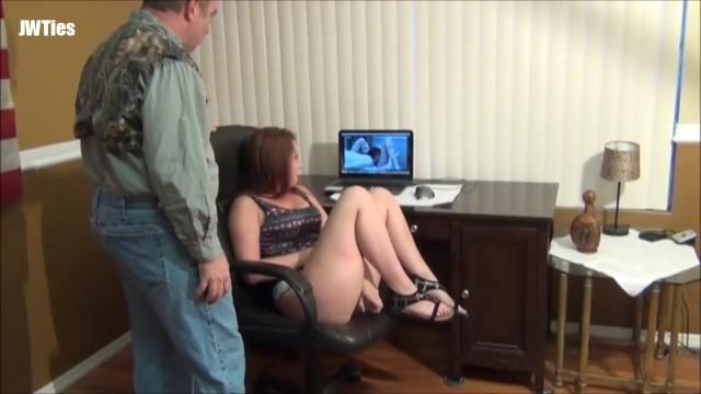 padrastro tiene sexo con su insaciable hijastra